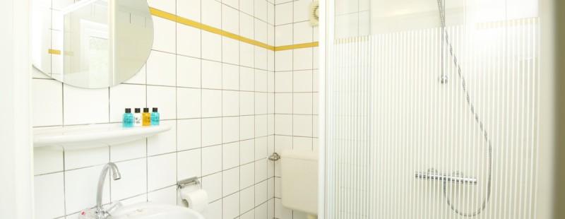 Badkamer 4 persoons chalet Landgoed Ruwinkel