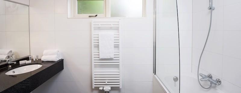 badkamer beneden.jpg