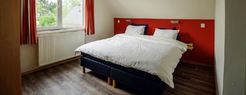 landgoed ruwinkel vakantiehuis slaapkamer boven 2 spieg.png