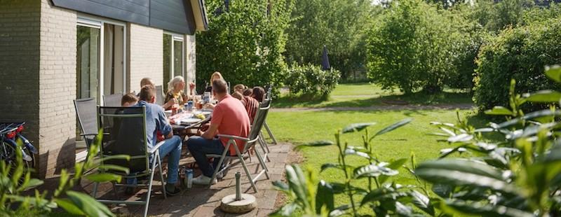 ontbijt in de tuin.jpg