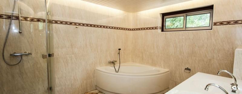 badkamer 10 persoons landhuis landgoed ruwinkel met bad